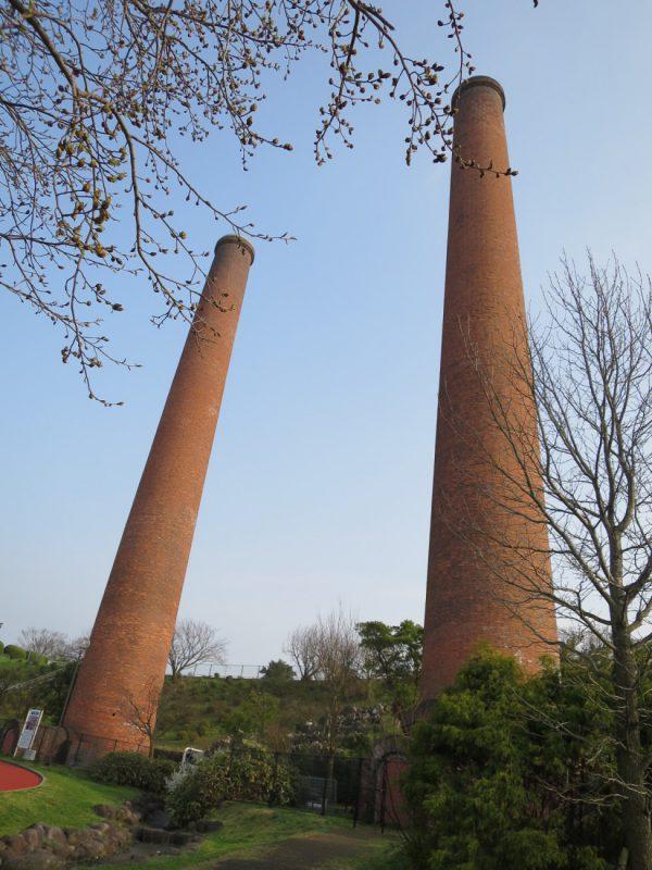 写真2_三井田川鉱業所伊田竪坑第1,2煙突